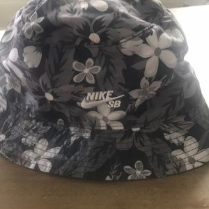 In great condition Nike bucket hat